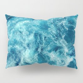 Ocean is shaking Pillow Sham