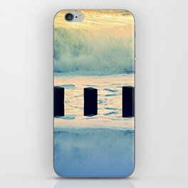 Surf breaker iPhone Skin