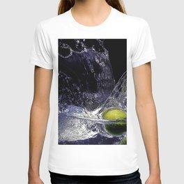 Splash de copa de agua con limon T-shirt