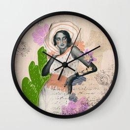 La vie est une belle femme Wall Clock
