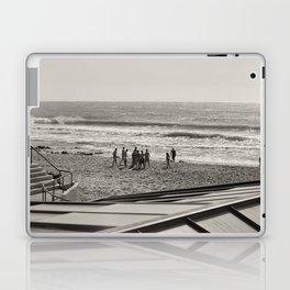 Sur la plage en groupe Laptop & iPad Skin