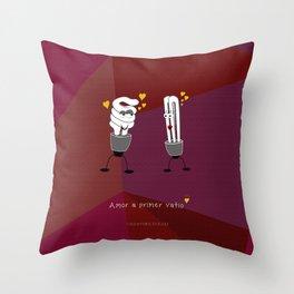Amor a primer vatio Throw Pillow