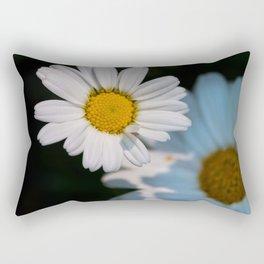 Close up daisy Rectangular Pillow