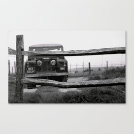 Land Rover on Cissbury Ring Canvas Print