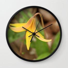 Gracefully Nodding Wall Clock