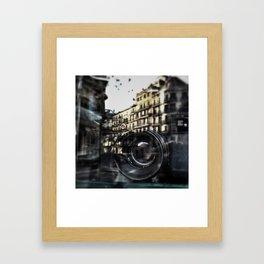 La Colleccionista Framed Art Print