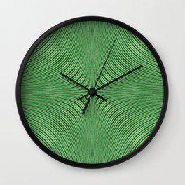 Spontaneous Symmetry Breaking Wall Clock