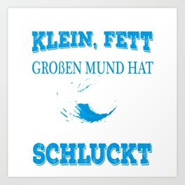 "A Great German Fishing Tee For Fishers Saying ""Es Ist Egal Ob She Klein, Fett Und Einen Grosen Mund Art Print"