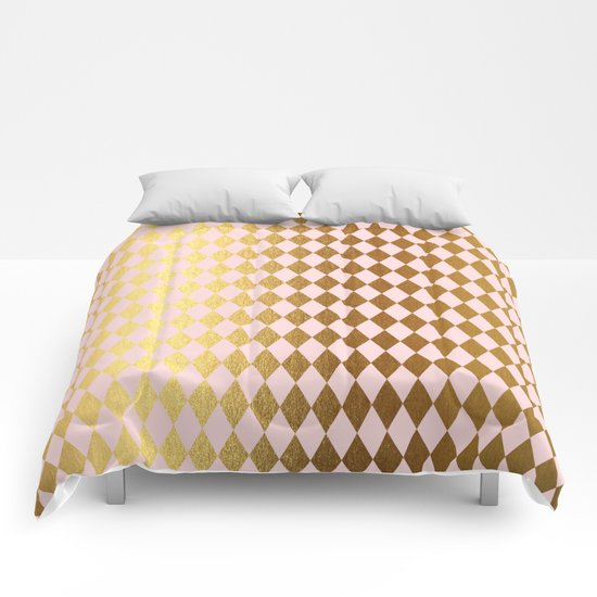 Royal gold on pink backround - Luxury geometrical pattern Comforters