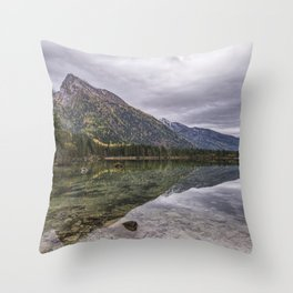 Reflexo Throw Pillow