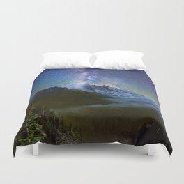 Milky Way Over Mount Rainier Duvet Cover