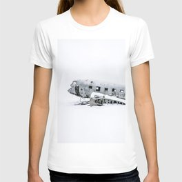 Plane Wreck in Iceland in Winter - Landscape Photography Minimalism T-shirt
