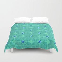 Blue starfish on green sand Duvet Cover