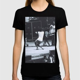gambino gets down (Childish Gambino) T-shirt