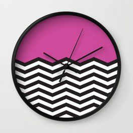 Mustavalko siksak purppuralla pohjalla Wall Clock