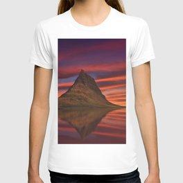 Kirkjufell Mount sunset Icelandic landmarks Europe Abenrot Iceland T-shirt