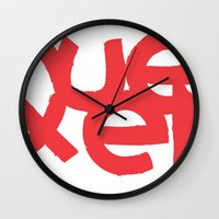 queens of the stone age Wall Clocks featuring Queens by Pamalope