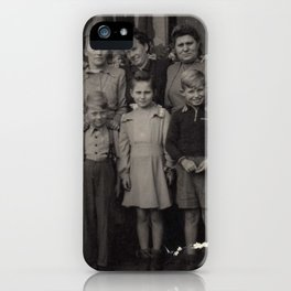 Die Familie iPhone Case