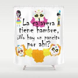 La calavera tiene hambre, ¿no hay un pancito por ahí? Mexican Trick or Treat saying Shower Curtain