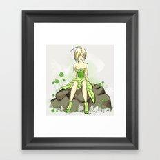 Pinup verte Framed Art Print