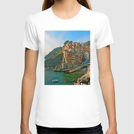 Italy. Cinque Terre - Canal side T-shirt