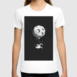 Astronaut flies with a Moon T-shirt