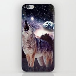 Wolf in the moon howling at the earth iPhone Skin
