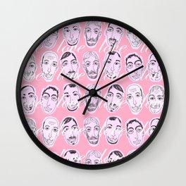 El milagro es reconocerse en otro Wall Clock