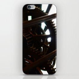 Grandes roues, petites dents. iPhone Skin