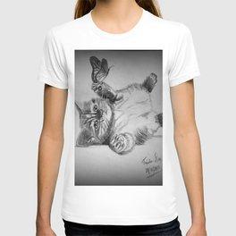 Kitten catching the butterfly T-shirt
