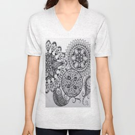 Black & White Mandala Celtic Knot Zentange Zen Tangle PaisleyPattern Design Unisex V-Neck