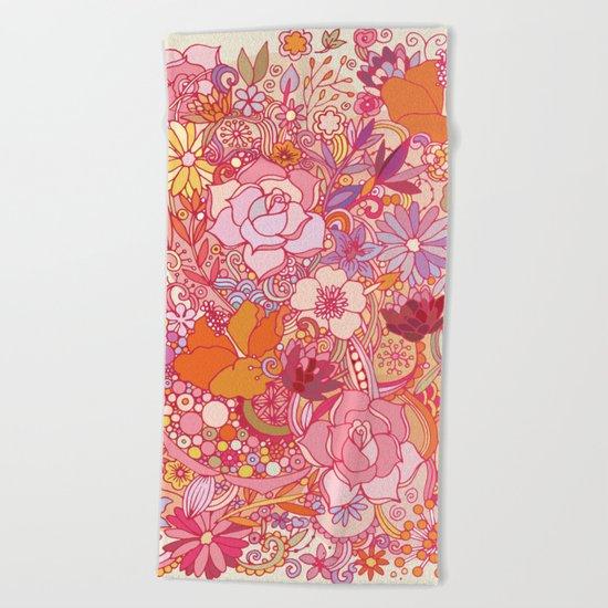 Detailed summer floral pattern Beach Towel