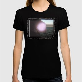 MINIATURE WOMAN AT OUTER SEA CLASSIC PHOTOGRAPHY   T-shirt