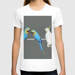 Macaw - Kakadu sitting on rope T-shirt