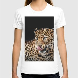 Leopard portrait on dark background T-shirt