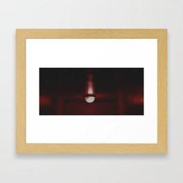 l'obscurité Framed Art Print