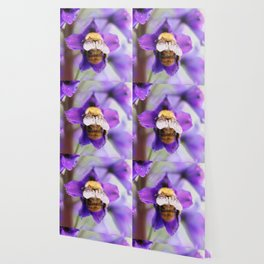 Bumble-bee and larkspur Wallpaper