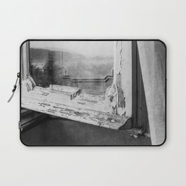 I am a visitor - A window in Tuscany Laptop Sleeve