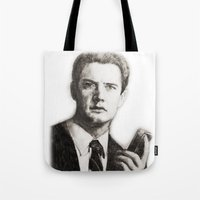 dale cooper Tote Bags featuring TWIN PEAKS - AGENT COOPER by William Wong