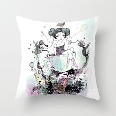 Migaja Throw Pillow