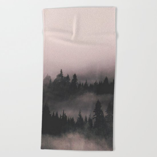 When the fog comes in Beach Towel