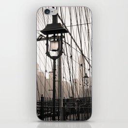 New York City's Brooklyn Bridge - Black and White Photography iPhone Skin
