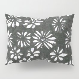 Spotting Petals Pillow Sham