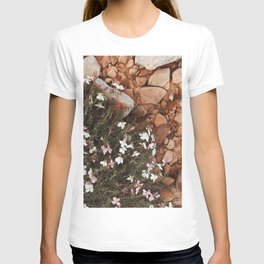 wild flowers in the red sand T-shirt
