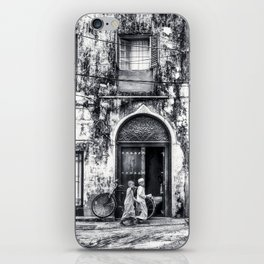 Kids walking - Stonetown Zanzibar 3620 iPhone Skin