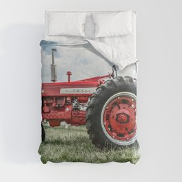 Vintage IH Farmall 450 Side View Red Tractor Comforters