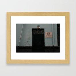 fila para pipi (Bogotá) Framed Art Print