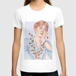 butterfly boy [chanyeol exo] T-shirt