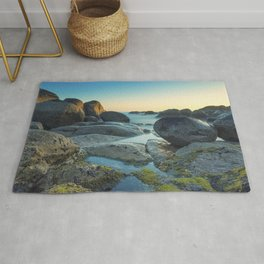Ocean between the rocks by the beach Rug
