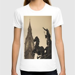Big Ben And Boudica Statue  T-shirt